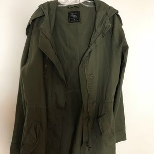 NEEDS TO GO 🍃 Army green coat! 🍃